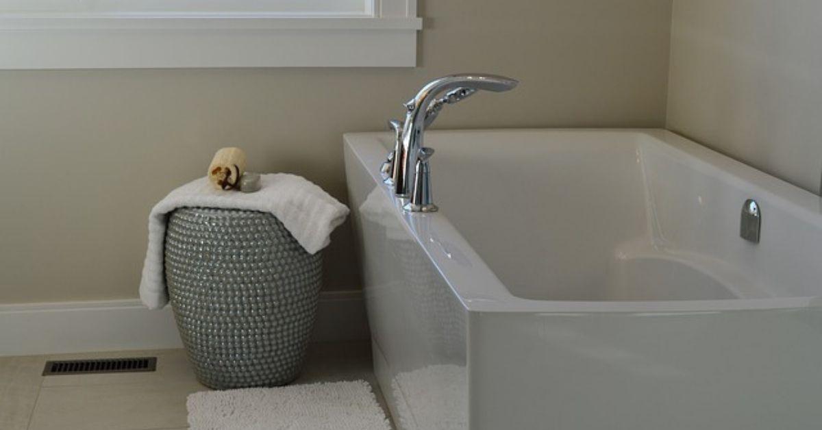 acrylic-vs-fiberglass-bathtubs